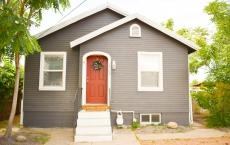 Clean 2 bed 1 bath, close to CMU and downtown!